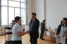 A díjakat Sipos Imre miniszteri biztos, az OFI, valamint Péterfi Rita, az OPKM főigazgatója adta át