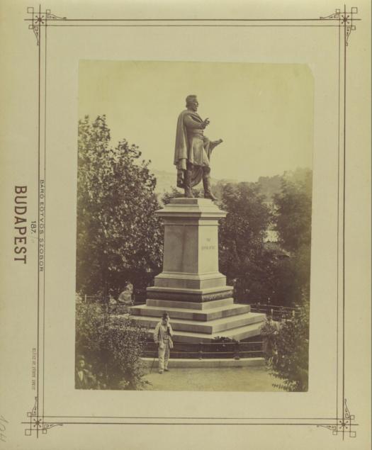 Eötvös tér, Eötvös József szobra (Huszár Adolf 1879.).